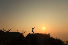Ioga na montanha superior Foto de Stock Royalty Free