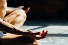 Ioga para as poses básicas dos manequins que treinam a meditação fotos de stock royalty free