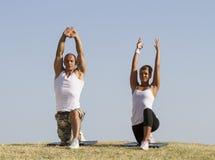 A ioga pratica Imagens de Stock Royalty Free