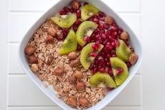Iogurte com as sementes do quivi e do pomegrante Fotos de Stock Royalty Free