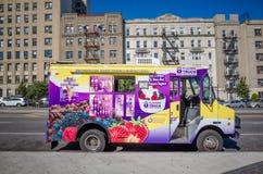 Iogurte e caminhão congelados do gelado em Brooklyn, New York City Fotos de Stock Royalty Free