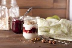 Iogurte e granola Fotos de Stock Royalty Free