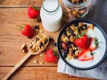 Iogurte e morango do Granola Fotografia de Stock