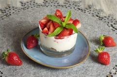 Iogurte e Muesli da morango Fotos de Stock
