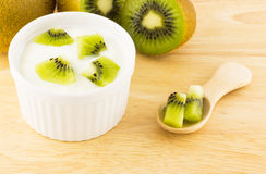Iogurte e quivi Imagem de Stock