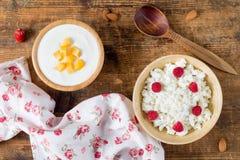 Iogurte e requeijão com frutos, vista aérea Fotografia de Stock