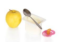 Iogurte, maçã e a chupeta Imagem de Stock Royalty Free