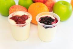 iogurtes de fruto Fotos de Stock Royalty Free