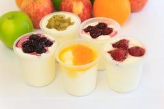 iogurtes de fruto Imagem de Stock