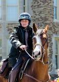 Ion de los oficiales de policía a caballo fotografía de archivo