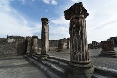 Ionen-Colums in Pompeji lizenzfreie stockfotografie
