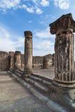 Ionen-Colums in Pompeji stockfotos
