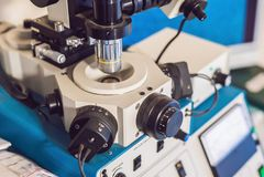 Ionenetssysteem voor stevige steekproevenvoorbereiding voor elektron mi stock fotografie