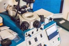 Ionenetssysteem voor stevige steekproevenvoorbereiding voor elektron mi stock afbeelding