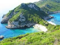 Ionian hav för blått lagunkustlandskap på den Korfu ön arkivfoton