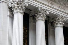 Ionische kolommen van een bankgebouw Stock Foto
