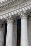 Ionische kolommen van een bankgebouw Royalty-vrije Stock Afbeeldingen
