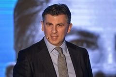 Ionut Lupescu lanserar hans kandidatur för presidentsämbete för Rumänien fotbollfederation Royaltyfri Bild