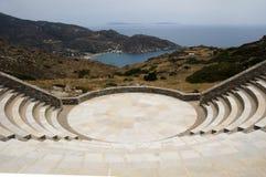 Ios Griekenland van het strand van Milopotas van het amfitheater Stock Foto