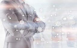 工业企业过程工作流在虚屏上的组织结构 IOT技术聪明的产业概念 库存照片
