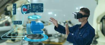 Iot聪明的技术未来派在产业4 0个概念,工程师用途增添了混杂的虚拟现实对教育和训练,r 免版税库存图片