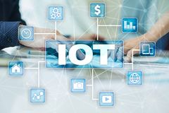IOT Διαδίκτυο της έννοιας πράγματος Πολυδιαυλικό σε απευθείας σύνδεση δίκτυο επικοινωνίας ψηφιακά 4 0 τεχνολογία Διαδίκτυο Στοκ φωτογραφία με δικαίωμα ελεύθερης χρήσης