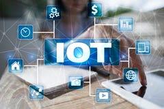 IOT Διαδίκτυο της έννοιας πράγματος Πολυδιαυλικό σε απευθείας σύνδεση δίκτυο επικοινωνίας ψηφιακά 4 τεχνολογία 0 Στοκ Εικόνες
