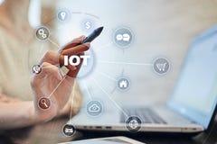 IOT Διαδίκτυο της έννοιας πράγματος Πολυδιαυλικό σε απευθείας σύνδεση δίκτυο επικοινωνίας ψηφιακά 4 τεχνολογία 0 Στοκ Φωτογραφία