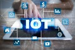 IOT Διαδίκτυο της έννοιας πράγματος Πολυδιαυλικό σε απευθείας σύνδεση δίκτυο επικοινωνίας Στοκ φωτογραφία με δικαίωμα ελεύθερης χρήσης