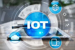 IOT Διαδίκτυο της έννοιας πράγματος Πολυδιαυλικό σε απευθείας σύνδεση δίκτυο επικοινωνίας Στοκ εικόνες με δικαίωμα ελεύθερης χρήσης
