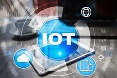 IOT Διαδίκτυο της έννοιας πράγματος Πολυδιαυλικό σε απευθείας σύνδεση δίκτυο επικοινωνίας Στοκ Φωτογραφίες