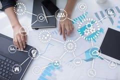 IOT 事互联网  自动化和现代技术概念 库存图片