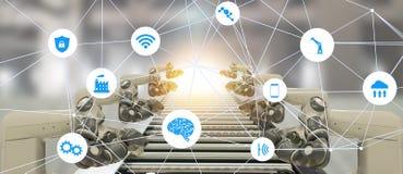 Iot bransch 4 0 teknologibegrepp för konstgjord intelligens Smart fabrik genom att använda tendera robotic automatisk manufacturi arkivfoto