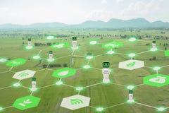 Iot, Internet delle cose, concetto di agricoltura, uso robot astuto di ai di intelligenza artificiale per gestione, controllo, mo Fotografie Stock