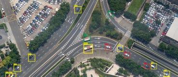 Iot-Lernfähigkeit einer Maschine mit Geschwindigkeitsauto und Objekterkennung, die künstliche Intelligenz zu den Maßen verwenden, stockbild