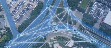 Iot smart automatisk Driverless bil med sammanslutningen för konstgjord intelligens med djup lärande teknologi själven som kör bi royaltyfria bilder