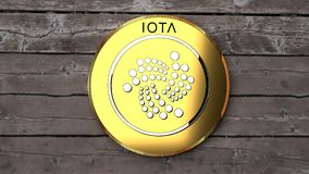 Iota закрывает вверх, деревянный стол, золотая монетка бесплатная иллюстрация