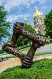 Iowa pracownicy Pomnikowi z stanu Capitol w tle Obrazy Royalty Free