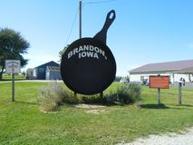 Iowa`s largest frying pan in Brandon, Iowa art outside travel vacation Stock Photography