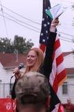 Iowa talar den statliga senatorn Amy Sinclair, R-Allerton, på räddningen som vårt kors samlar, Knoxville, Iowa Arkivfoto