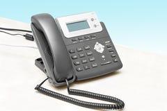 IP-Telefon mit einer Bildschirmanzeigetabelle Stockfotografie