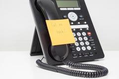IP telefonu słuchawki z dzwonić plecy na kleistej notatce Obraz Stock