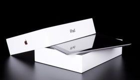iPad 2 de Apple con la cubierta elegante y el rectángulo original Fotos de archivo libres de regalías