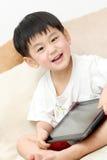 亚裔男孩愉快的ipad 免版税库存照片