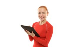 有ipad的愉快的运动的妇女 免版税库存照片
