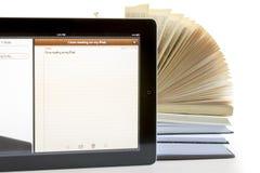 Ipad 3和书 免版税库存照片