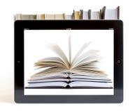 Ipad 3 con el fondo de los libros Fotos de archivo libres de regalías