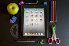 Ipad 3 con los accesorios de la escuela Imagenes de archivo