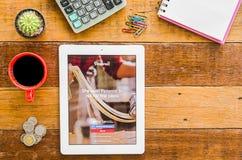 IPad 4 apps pinterest ouverts Photos stock