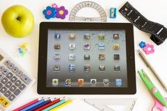 Ipad 3 con los accesorios de la escuela Fotografía de archivo
